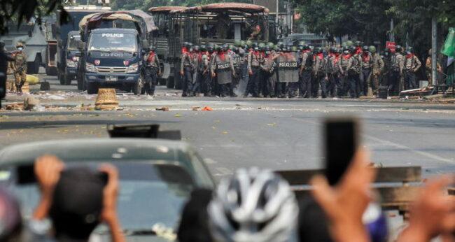 Myanmar'da darbe karşıtı gösteriler: 4 kişi daha hayatını kaybetti